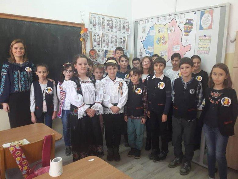 """Proiectul """"Uniți în Centenar"""", clasa a III-a, prof. înv. primar Moldovan Lavinia"""