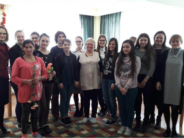 """Activitate de voluntariat """"Nouă ne pasă"""", Centrul de primire în regim de urgență, Baia Mare"""